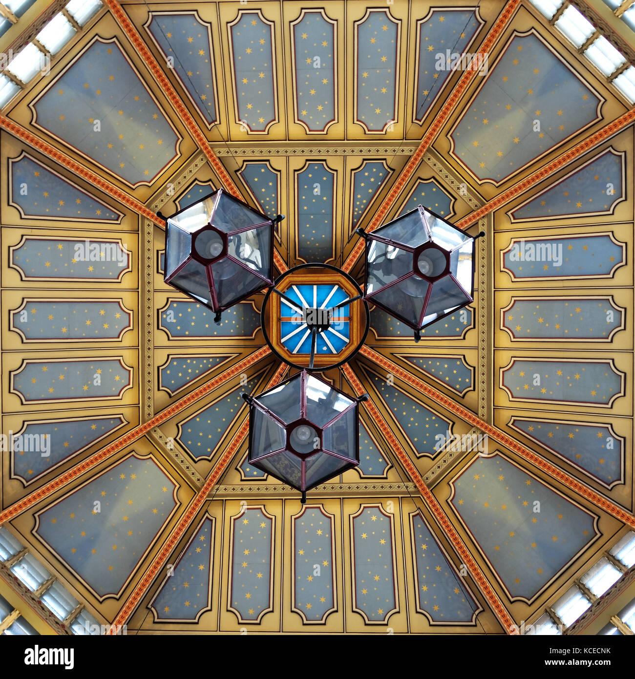 Der reich verzierte Dach im Leadenhall Market, Gracechurch Street, London. Stockbild