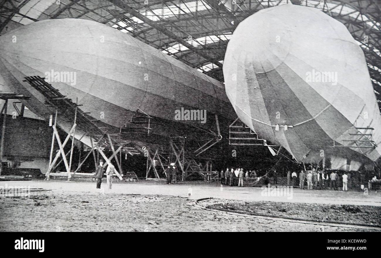 Foto: Zeppelin Luftschiffe in einem Kleiderbügel, nach dem deutschen Ferdinand Graf von Zeppelin (1838-1917) Stockbild