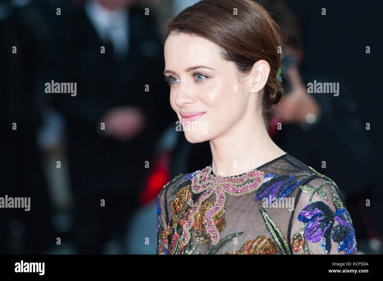 London, Großbritannien. 4. Oktober 2017. Claire Foy kommt für die UK Film Premiere von Atmen im Odeon Leicester Square während der 61 BFI London Film Festival Opening Night Gala. Credit: Wiktor Szymanowicz/Alamy leben Nachrichten Stockfoto