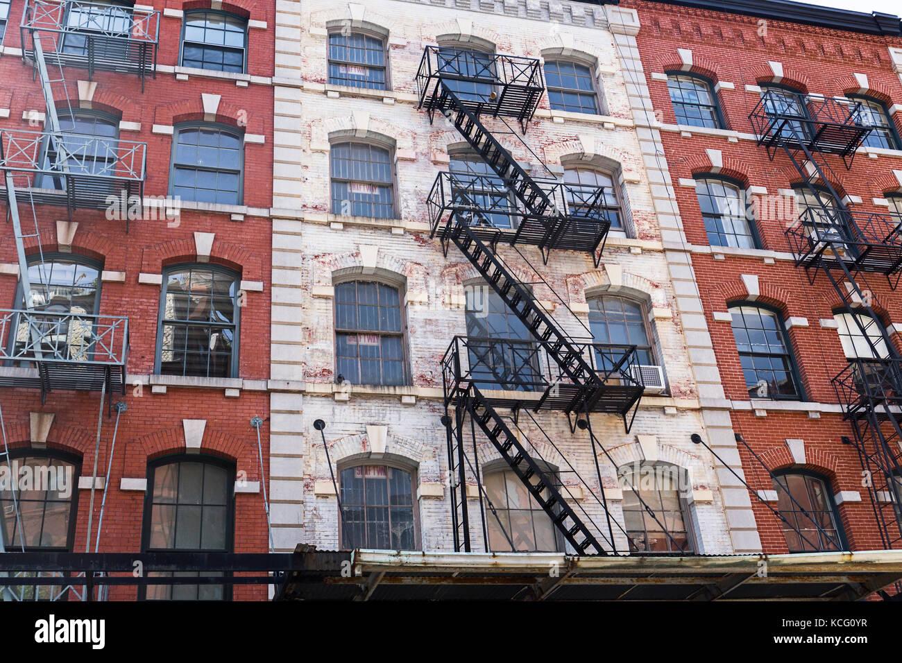 Typische alte Häuser mit Fassaden Treppen in Tribeca, New York City, USA Stockbild