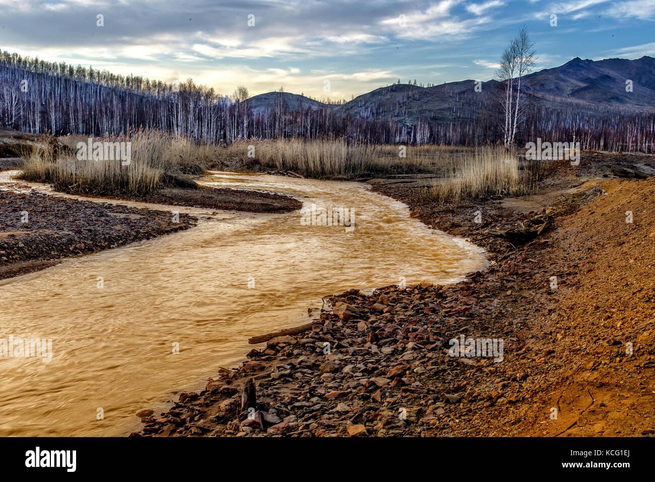 Yellow river mit rot gelben s ure steine gelb get nte for Boden englisch