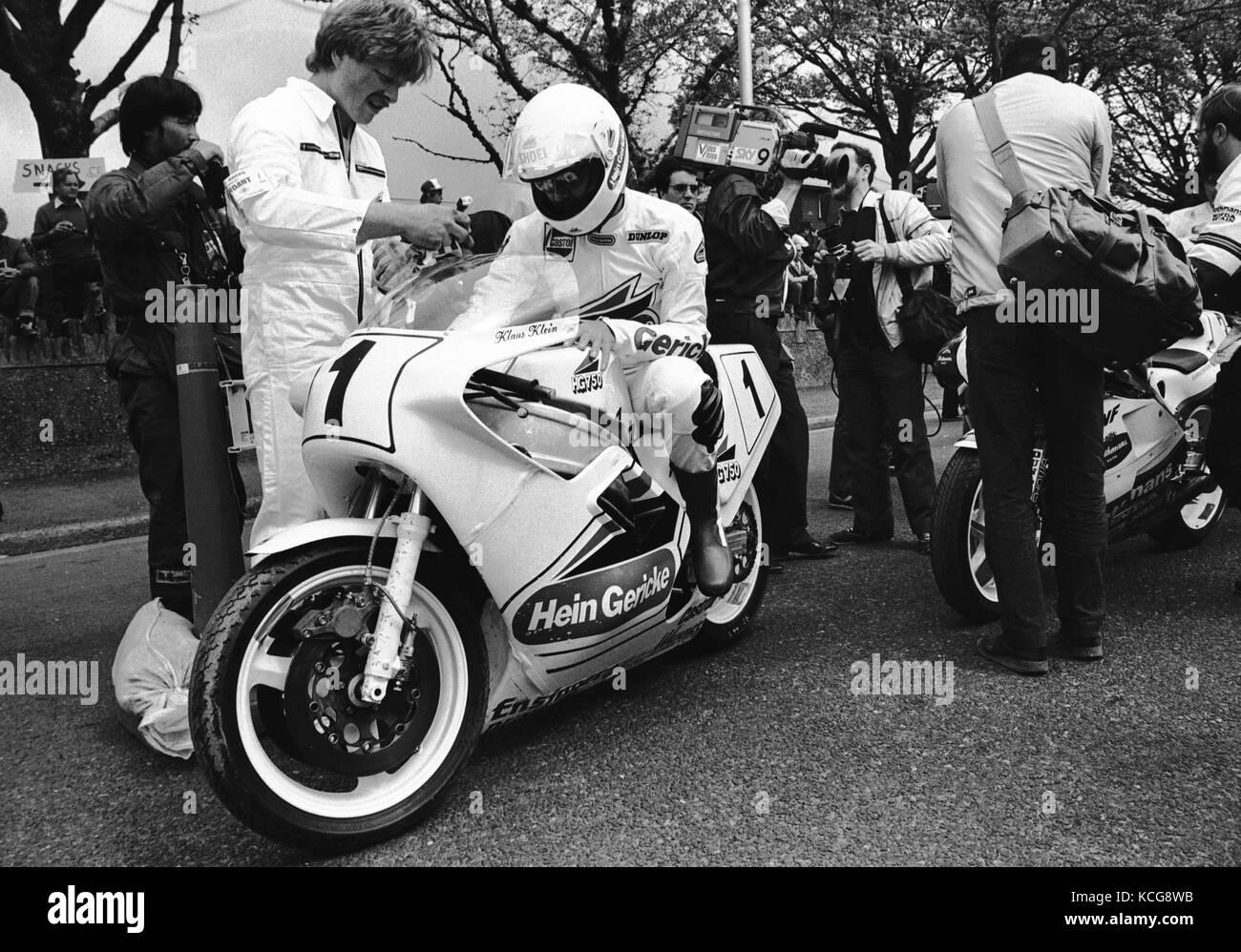 Klaus Klein-Motorrad-Rennfahrer in der Startaufstellung der Isle Of Man TT Stockfoto