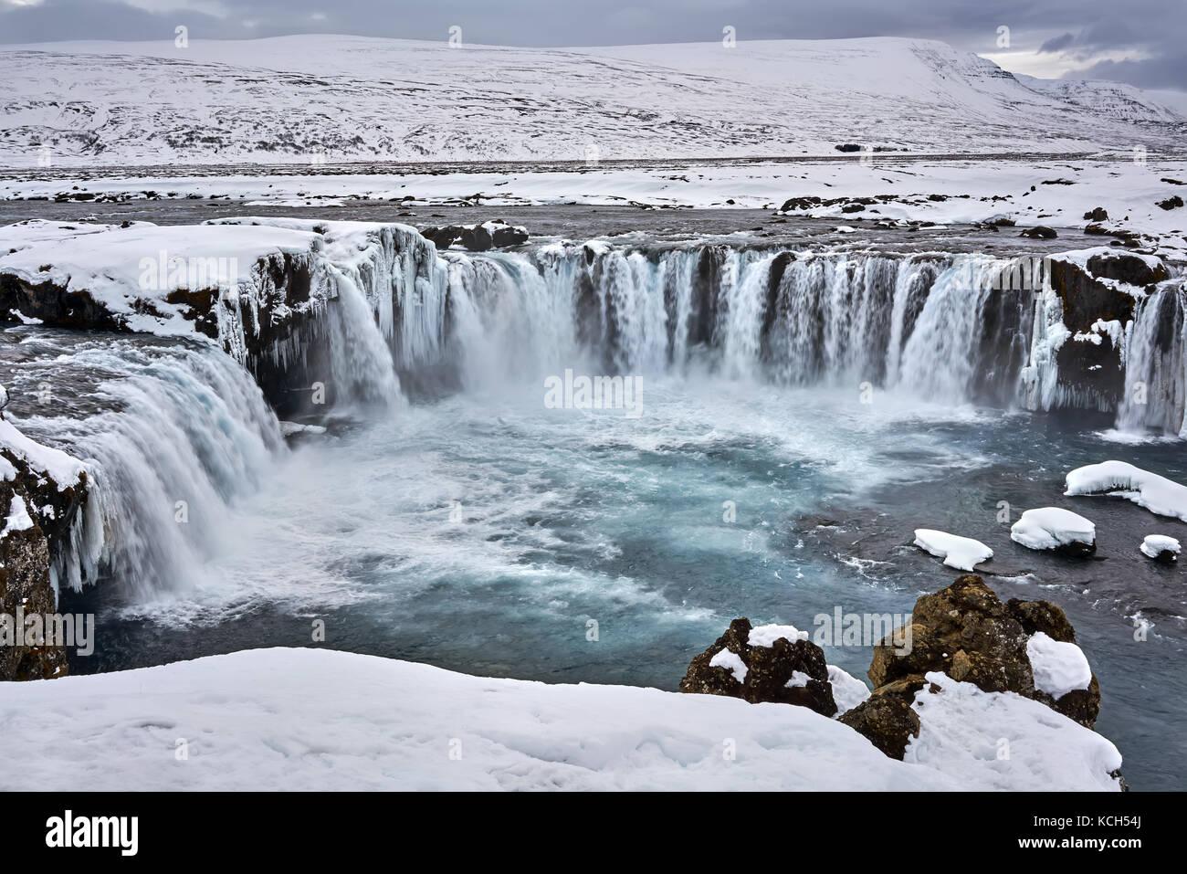 Isländische Landschaft mit Wasserfall Stockbild