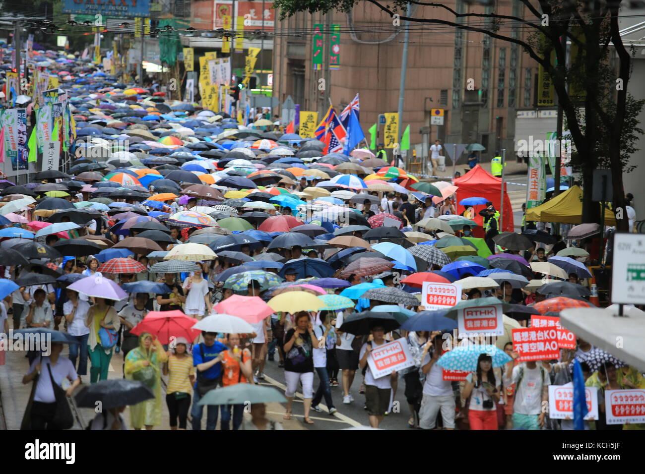 Rainly Tag in Hongkong Rallye, Juli ein Demonstrant Stockbild