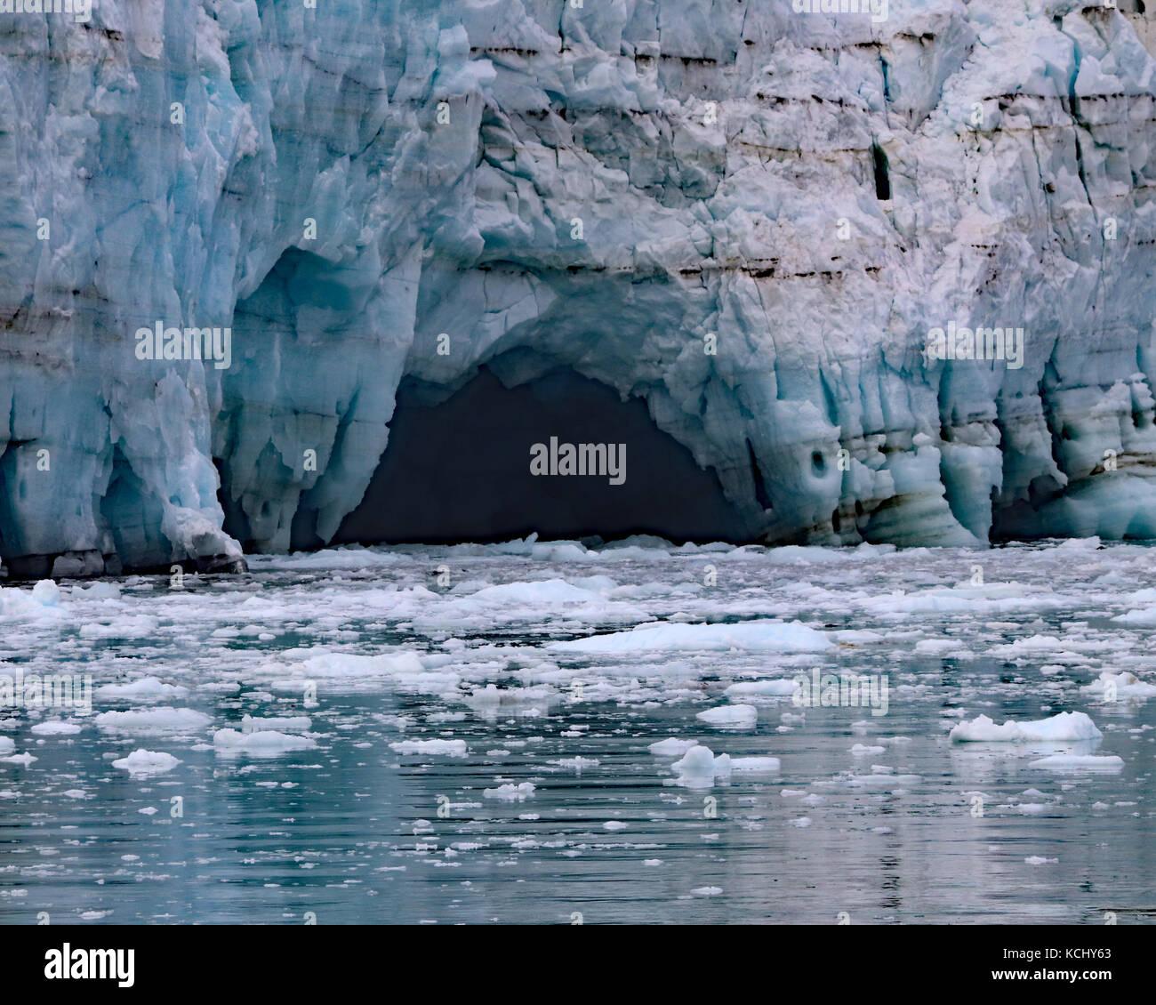 Cavern Form als das Eis schmilzt auf margerie Gletscher Glacier Bay National Park, Alaska Stockbild