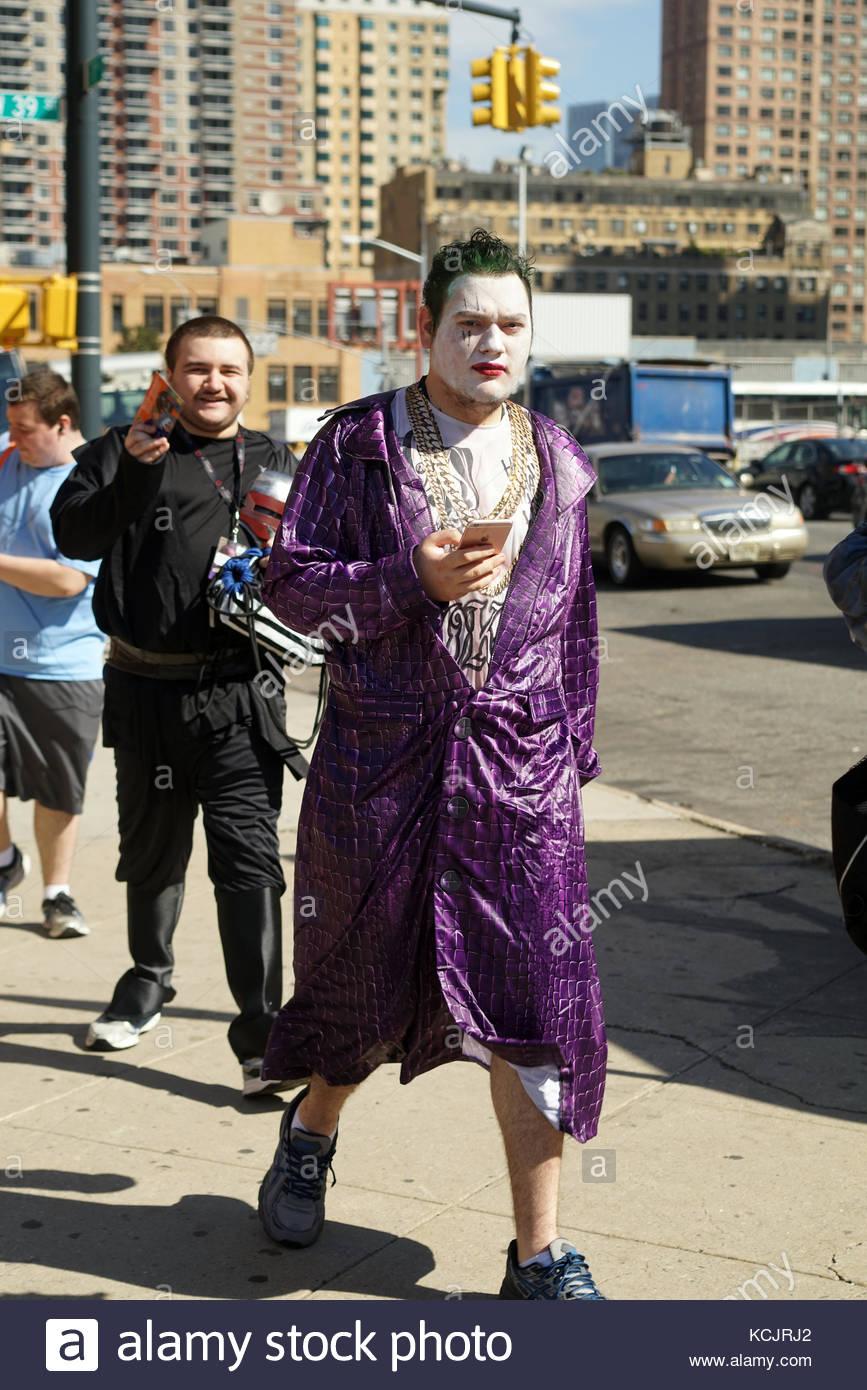 Street Hero Walking Stockfotos & Street Hero Walking Bilder - Alamy