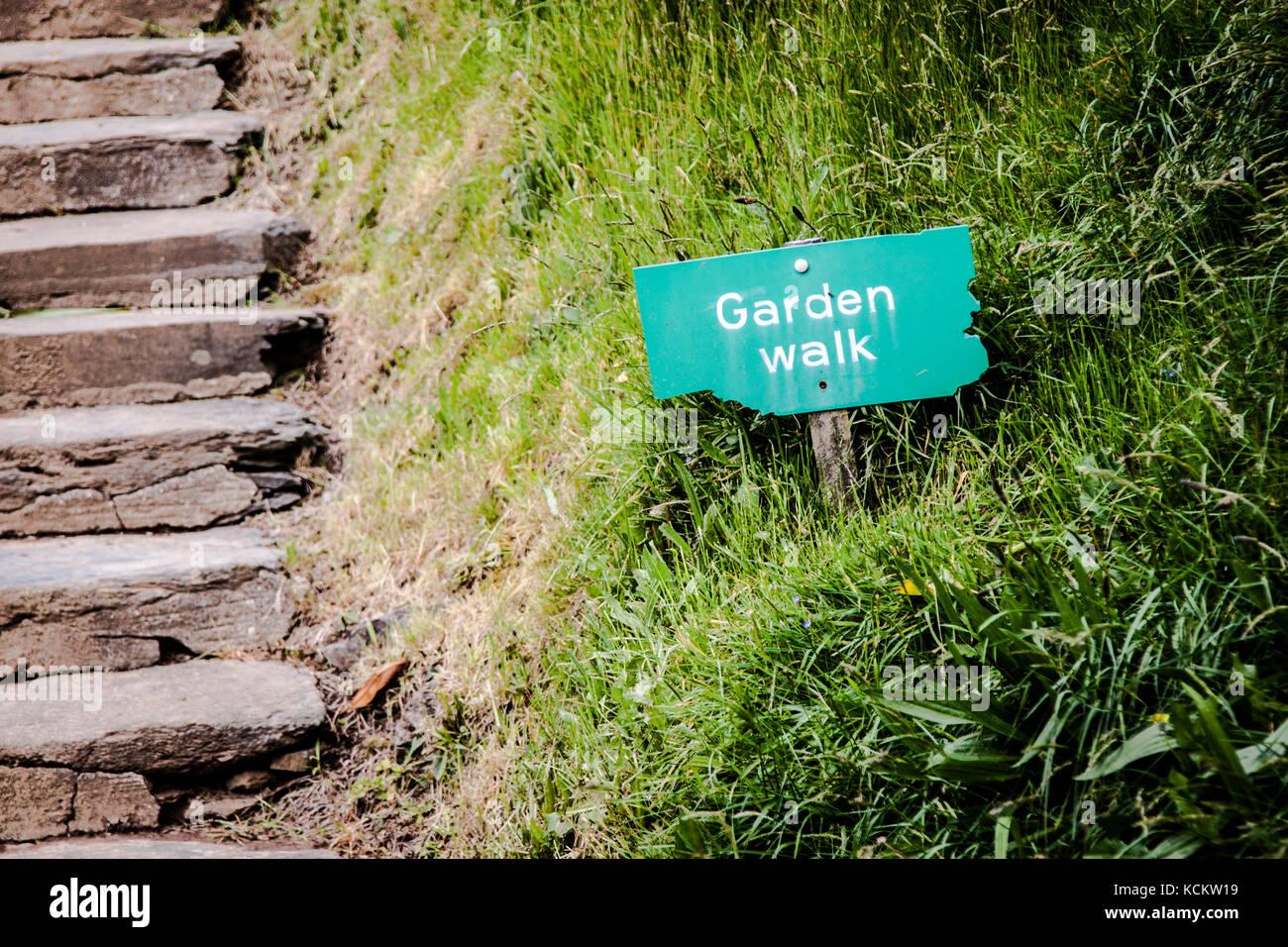 Stein Schritte mit Schild 'Garten' Stockbild