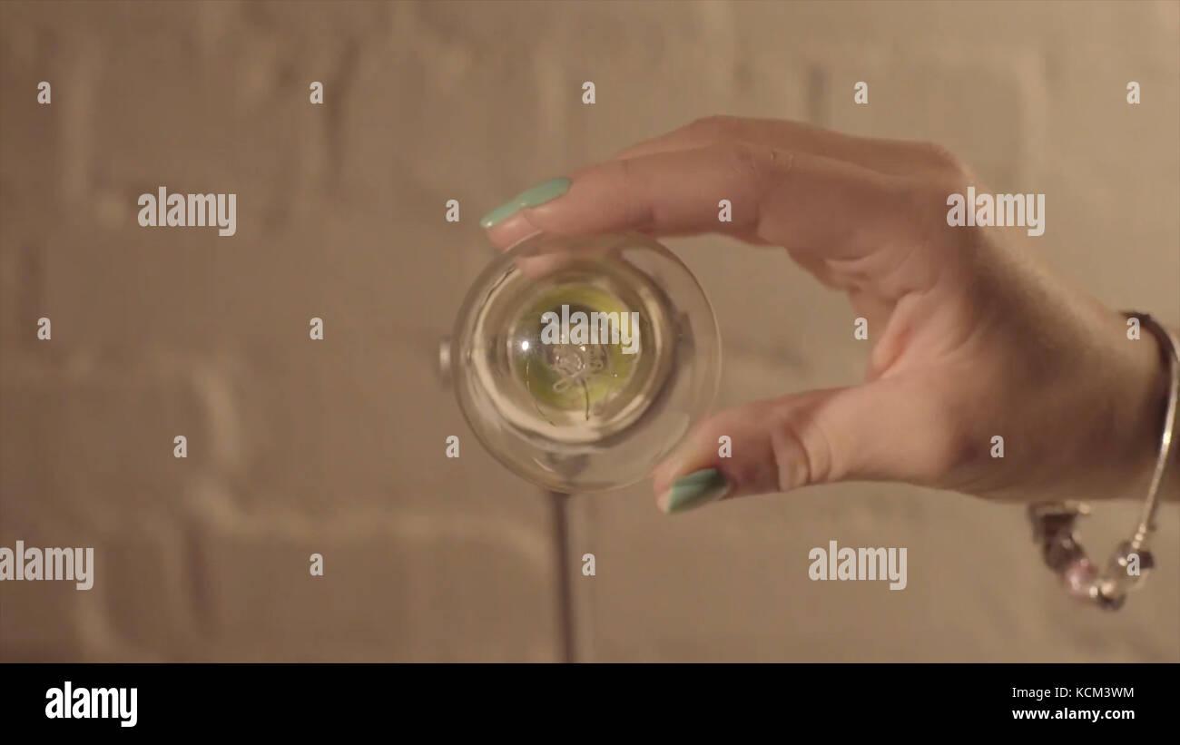 Fein Wie Man Schalter Schaltet Bilder - Schaltplan Serie Circuit ...