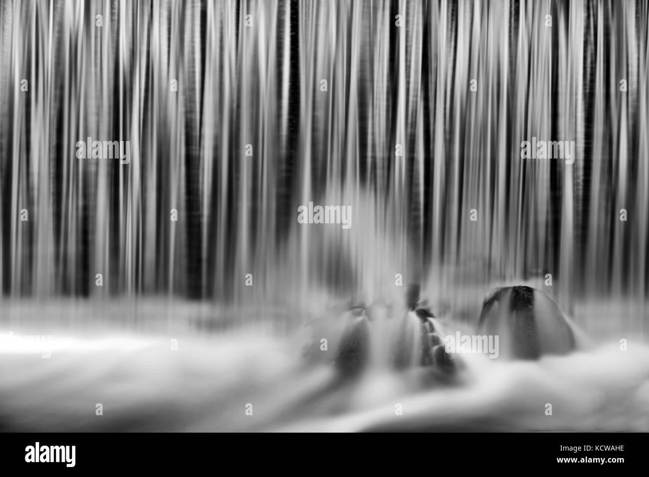 Wasser am Wehr, Sioux Narrows, Ontario, Kanada Stockbild