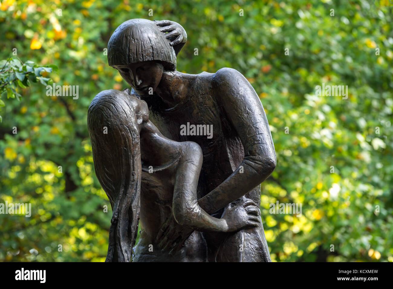 Romeo und Julia Bronze Statue in der Nähe der Delacorte Theater im Central Park. Manhattan, New York City Stockbild
