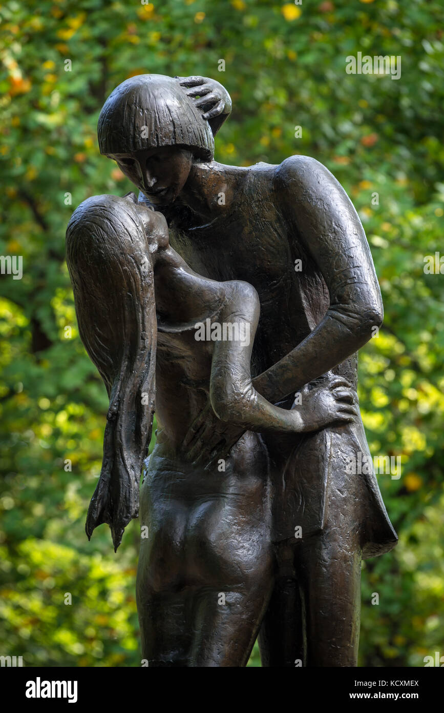 Romeo und Julia Bronze Statue in der Nähe der Delacorte Theater im Central Park. Manhattan, New York City Stockbild