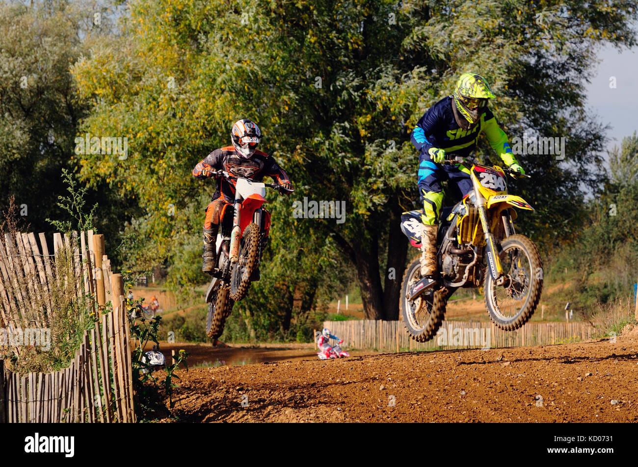 Motocross in Aktion Stockbild