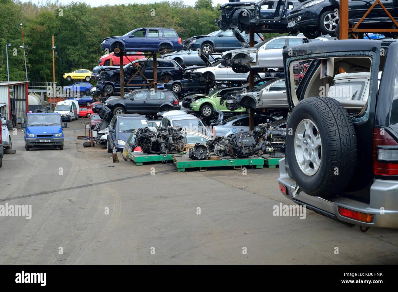 Verschrotteten Fahrzeuge für Teile in der schrottplatz der a1 Auto ...