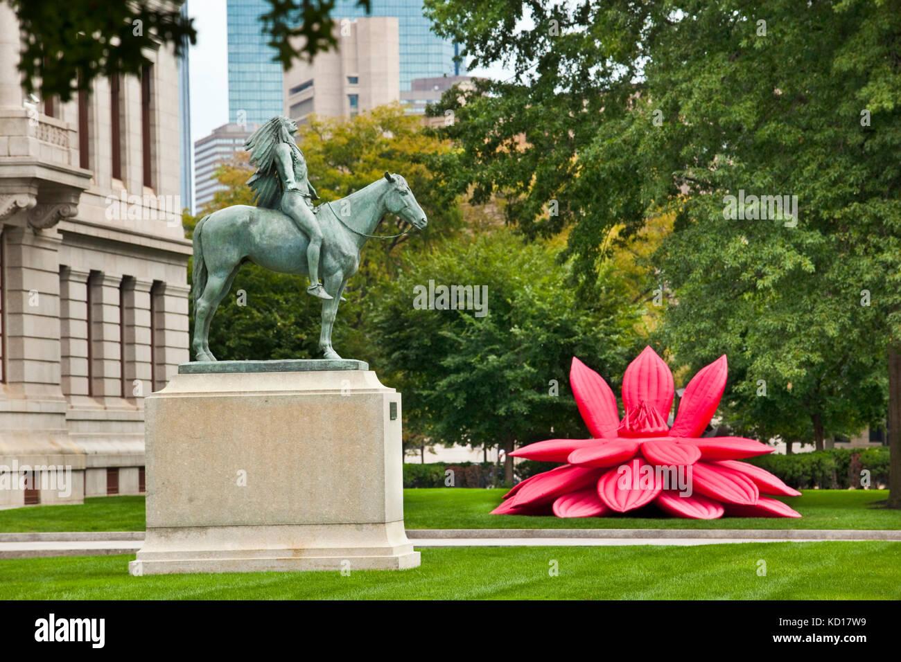 Begründung Vor dem Museum der bildenden Künste mit einer Bronzestatue des Bildhauers cyrus Edwin dallin Stockbild