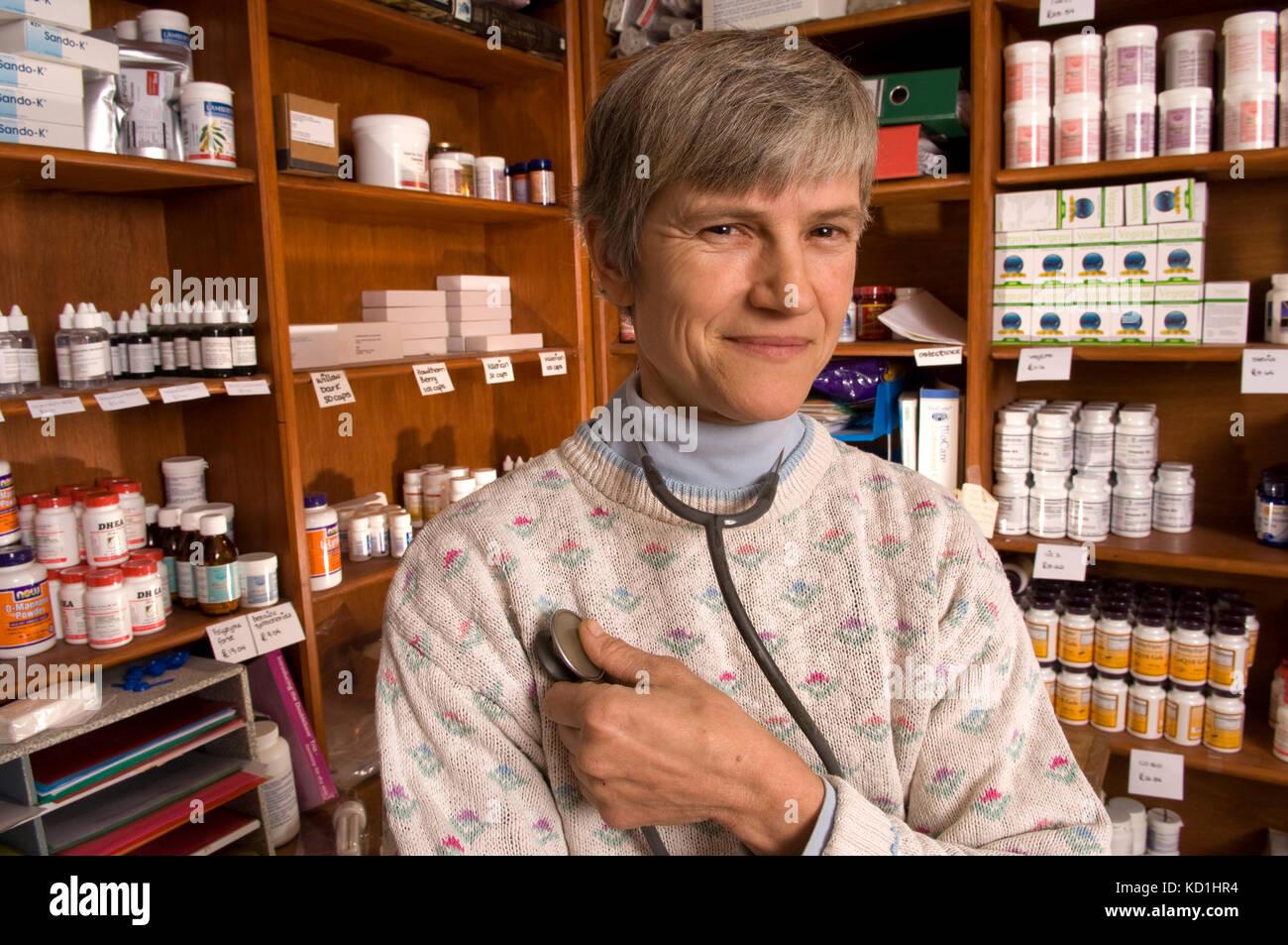 Alternative Therapie Practitioner, Dr. Sarah myhill an ihrem Haus/Praxis in Knighton, Powys, Wales. Stockbild