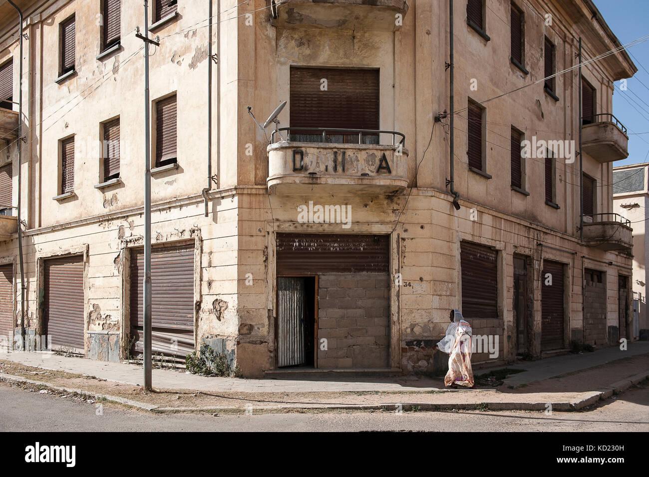 Scene de vie dans une rue de quotidenne Decemhare, Ville preferee des Italiens sous la Kolonisation, appellee aussi Stockbild