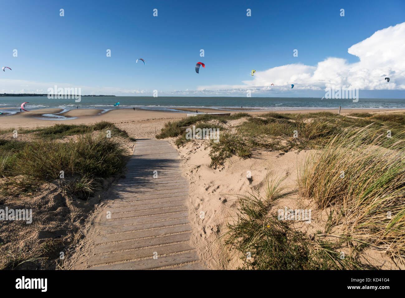 Kitesurfer, Plage Nord, Ile de Re, Nouvelle - Aquitaine, Französisch westcoast, Frankreich, Stockbild
