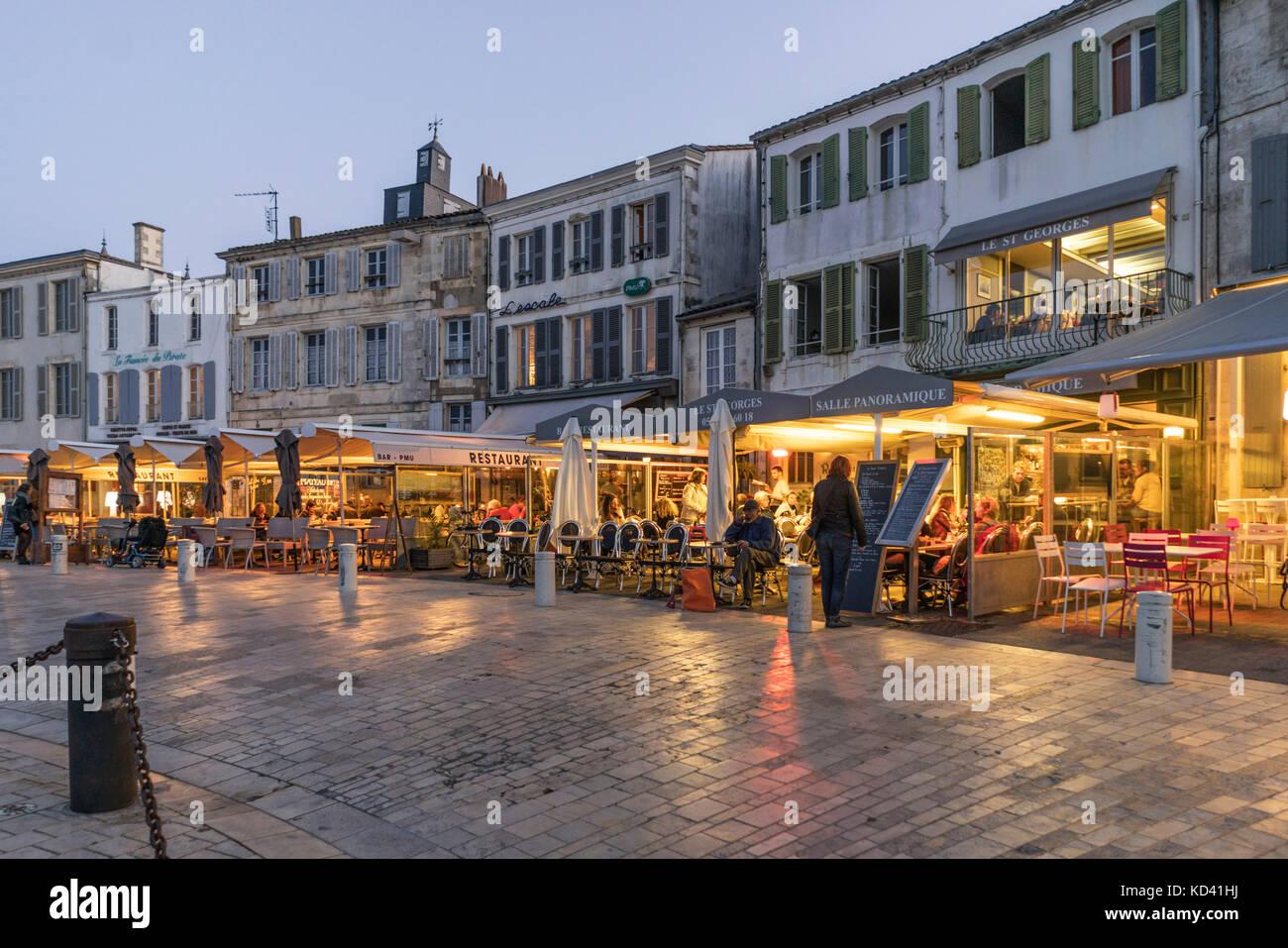 Restaurants, Hafen von La Flotte, Ile de Re, Nouvelle-Aquitaine, Französisch westcoast, Frankreich, | Restaurants Stockbild
