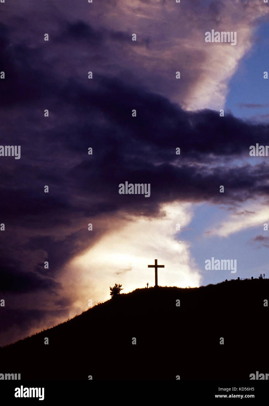 Kreuz auf dem Hügel. Stockbild