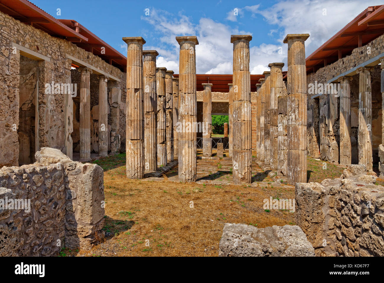 Säulenhalle Atrium ruiniert römische Stadt Pompeji in Cortona, in der Nähe von Neapel, Italien. Stockbild