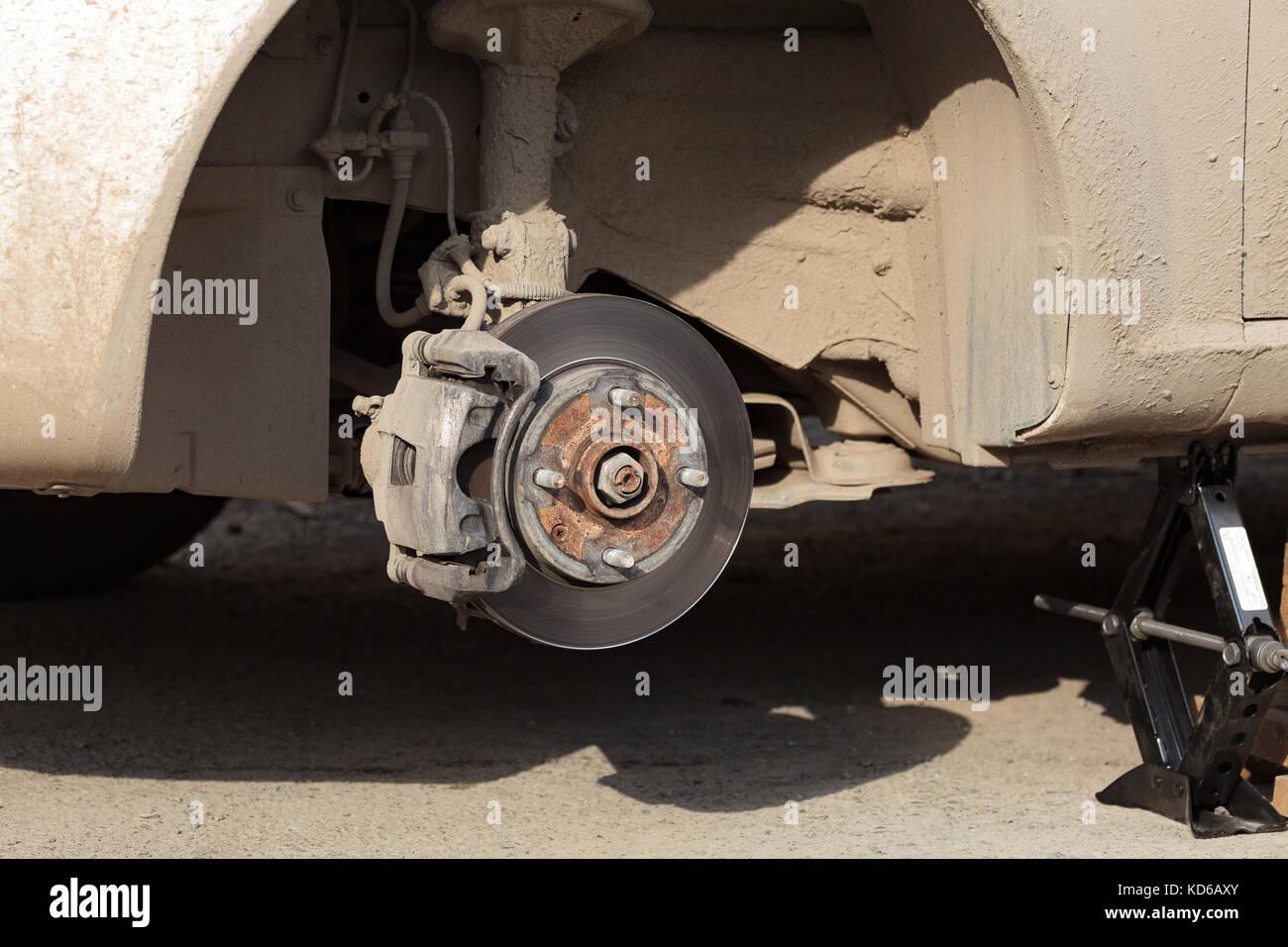 Closeup Schuß von der Scheibenbremse ohne Rad auf es Stockfoto