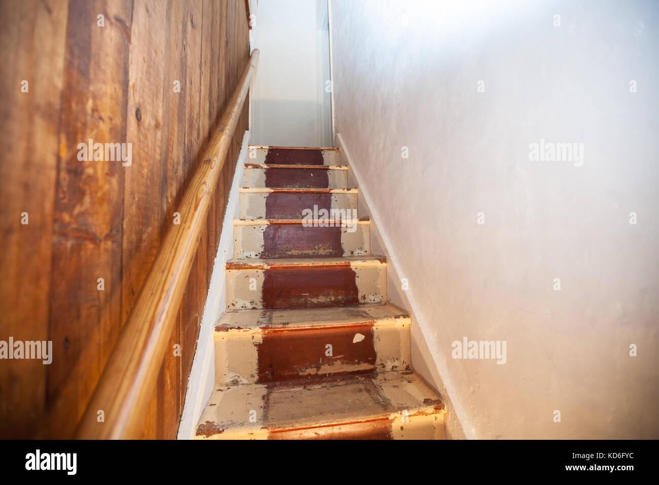 Treppe Renovieren Elegant Treppe Renovieren Bei Treppende With