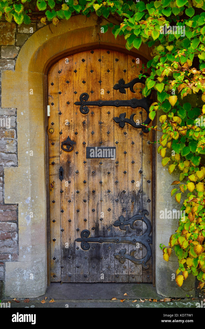 hinge medieval door stockfotos hinge medieval door bilder alamy. Black Bedroom Furniture Sets. Home Design Ideas
