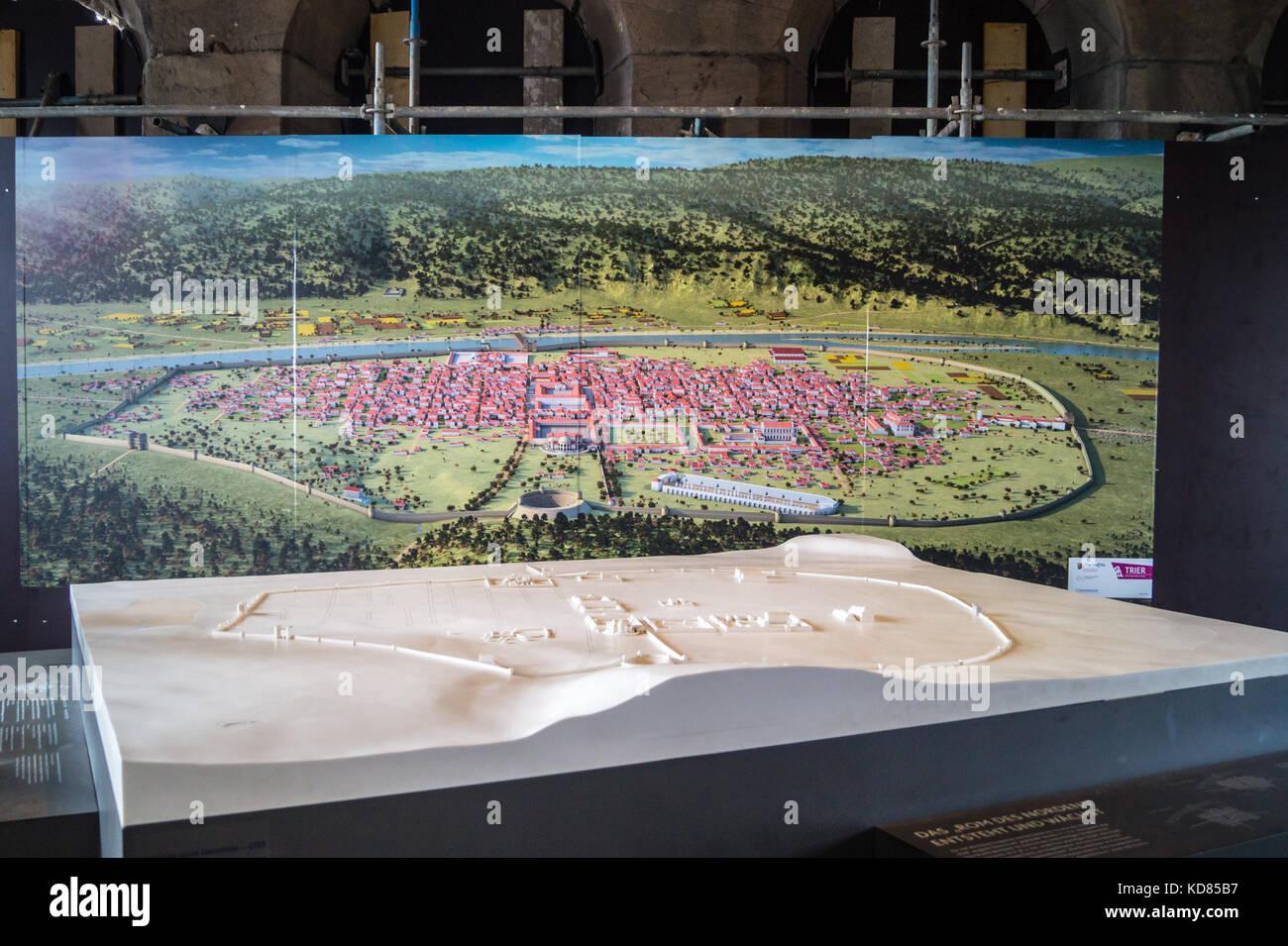 Modell des Römischen Trier mit einem Panoramablick auf die Malerei, die Porta Nigra, das römische Stadttor, Stockbild