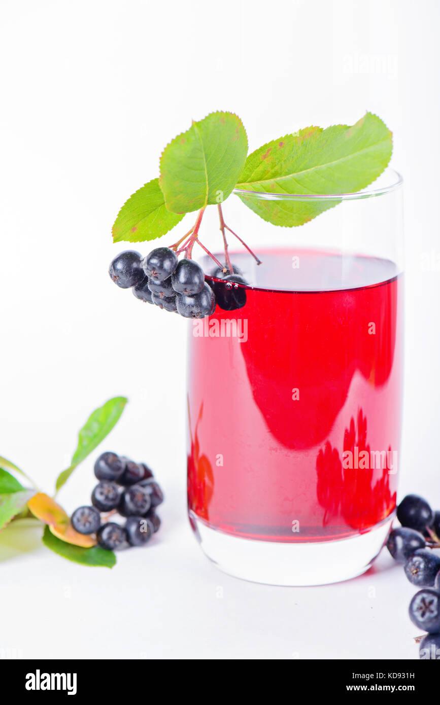 Glas aronia Saft mit Beeren Stockfotografie Alamy