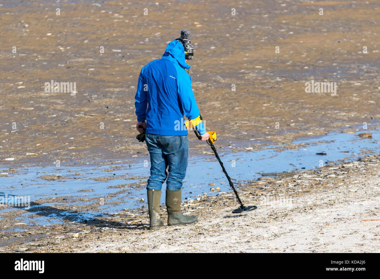 Metall dectorists der Strand in Southport blankscheifen. für Archäologie auf der Suche nach Schatz, Ausrüstung, Stockbild