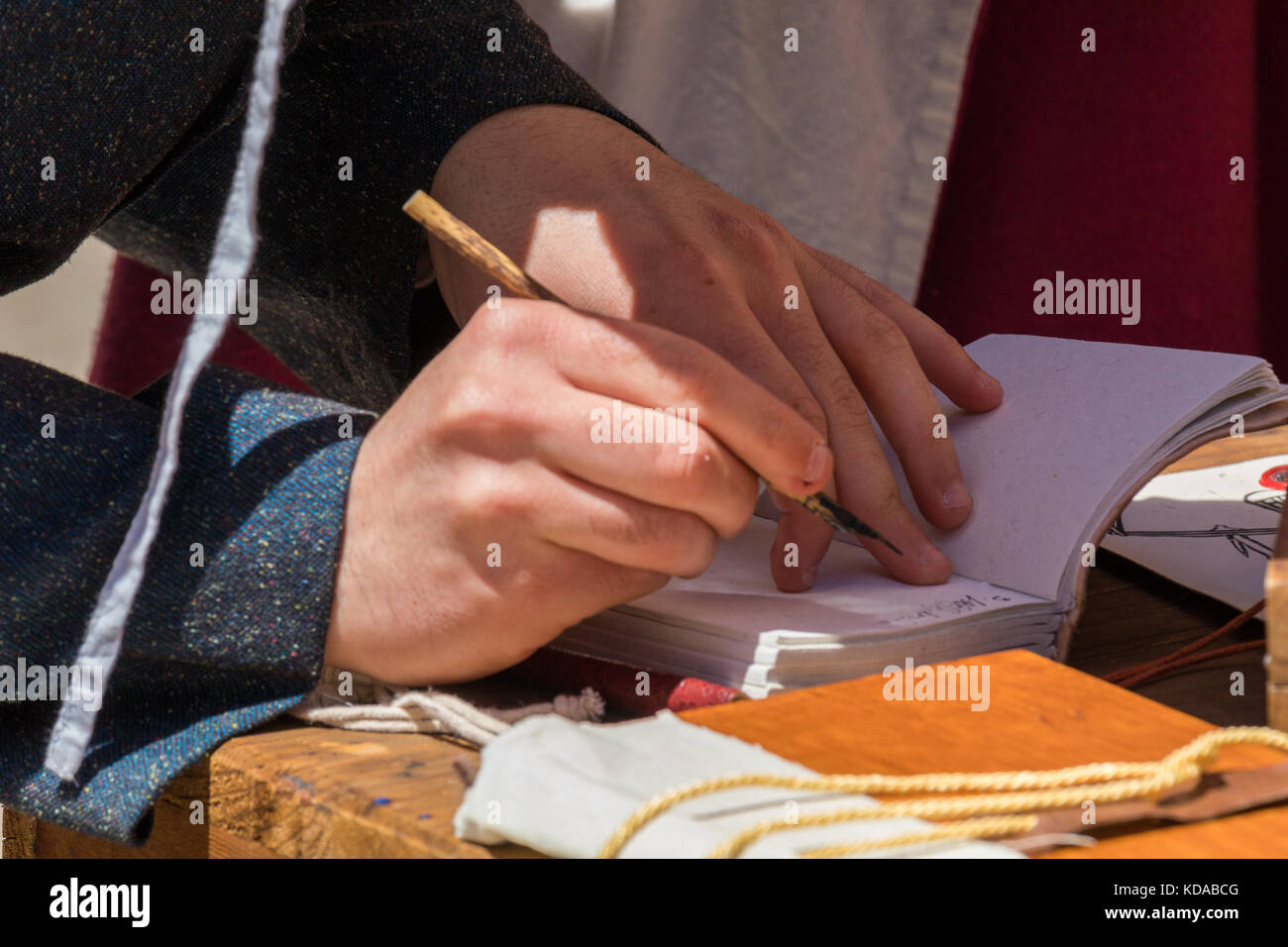 Schreiber üben traditionelle Beleuchtung Stockbild