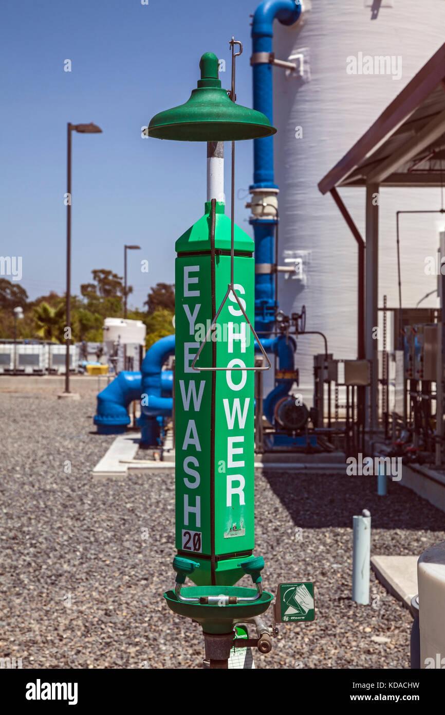 Die Notfallversorgung bei Leo j. vander Lans erweiterte Wasseraufbereitungsanlage. Das Wasser auffüllen Bezirk Stockbild