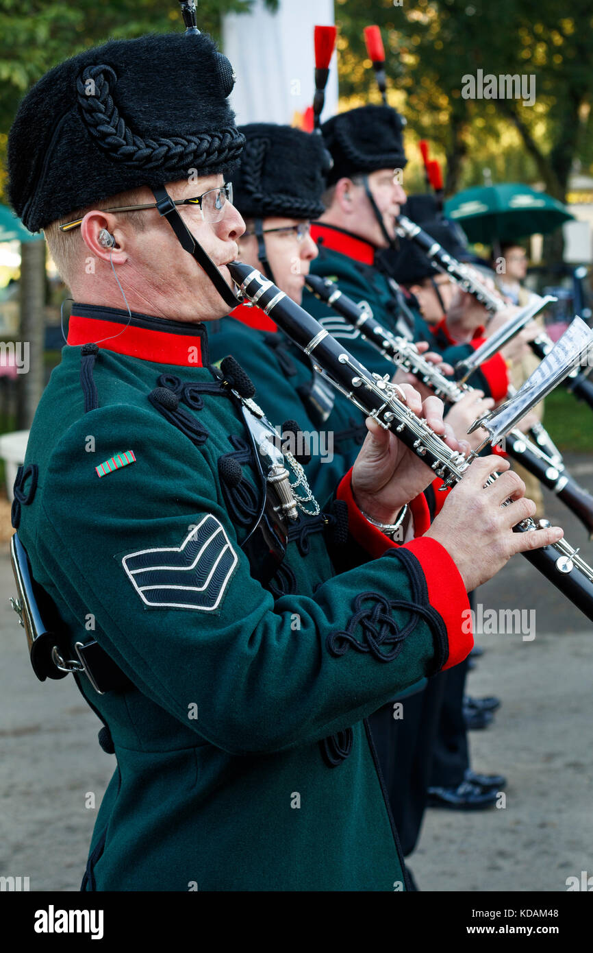 Militärische marching band der Winchester rifles Am Goodwood Revival 2017, Sussex, UK. Stockbild