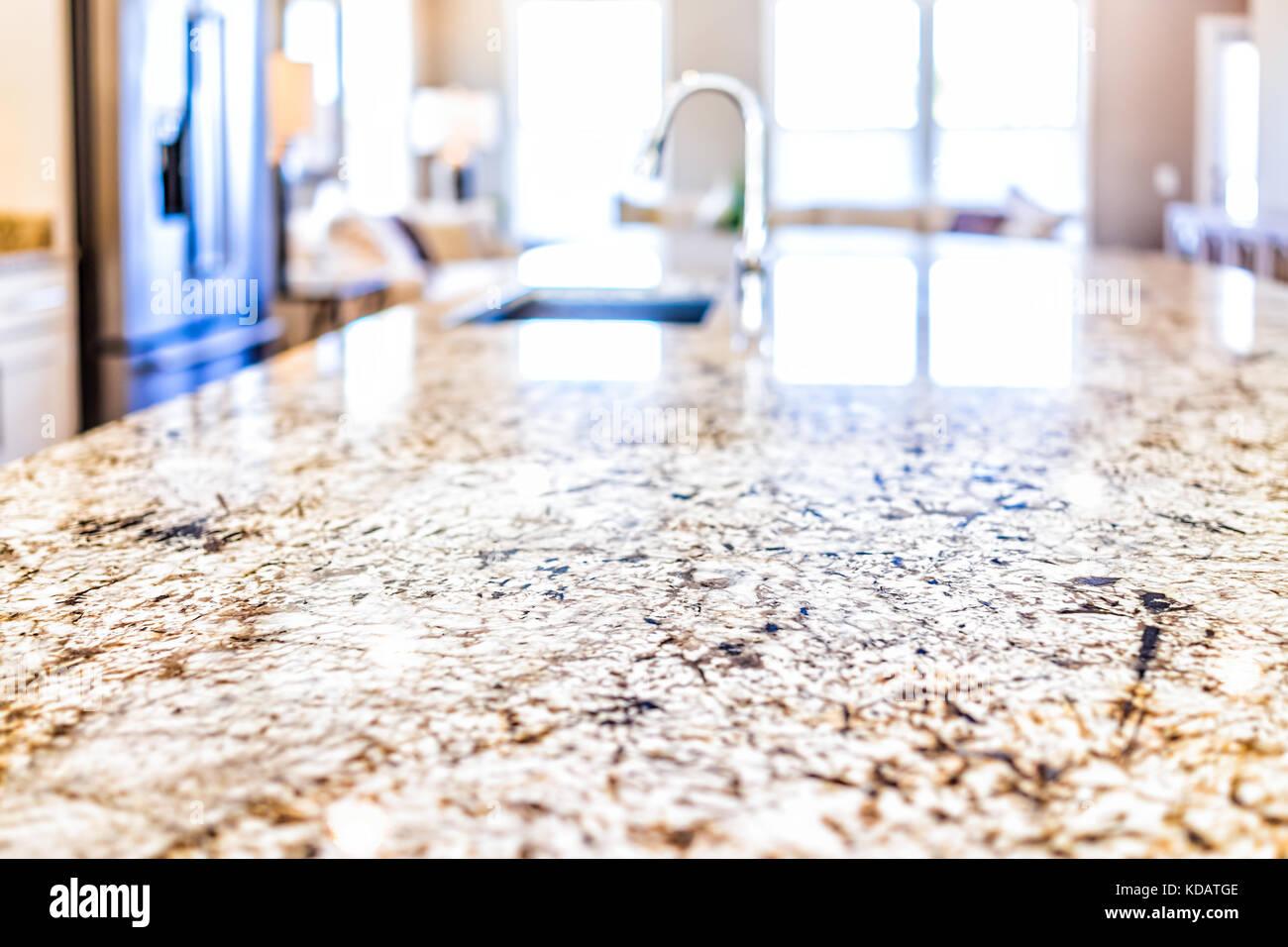 Neue Moderne Hahn Und Küche Waschbecken Closeup Mit Insel Und Granit  Arbeitsplatten In Modell, Haus, Haus, Wohnung