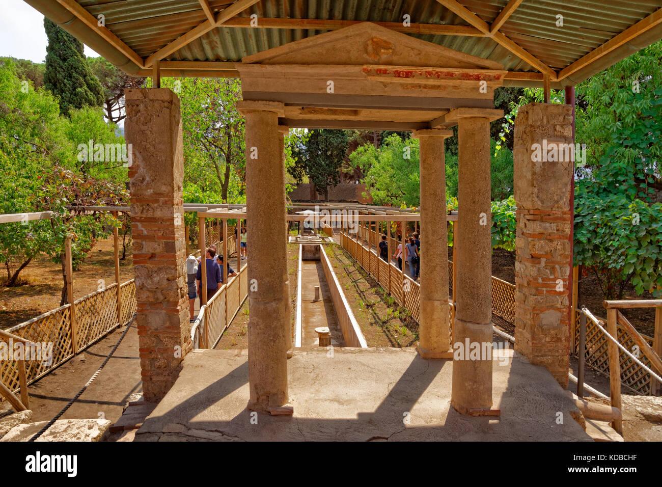Garten und Wasser Laufe des Octavius Quarto Haus auf den Ruinen der römischen Stadt Pompeji in Cortona, in Stockbild