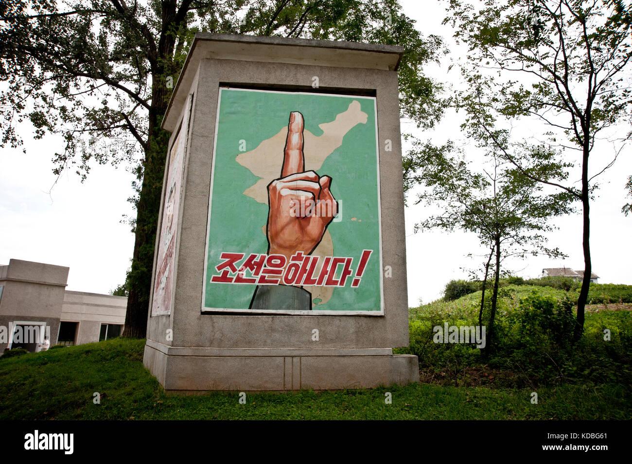 """Symbole fort en Corée du nord, cette main est visible partout. """"Korea ist eins ». Starkes Symbol in Nordkorea ist Stockfoto"""