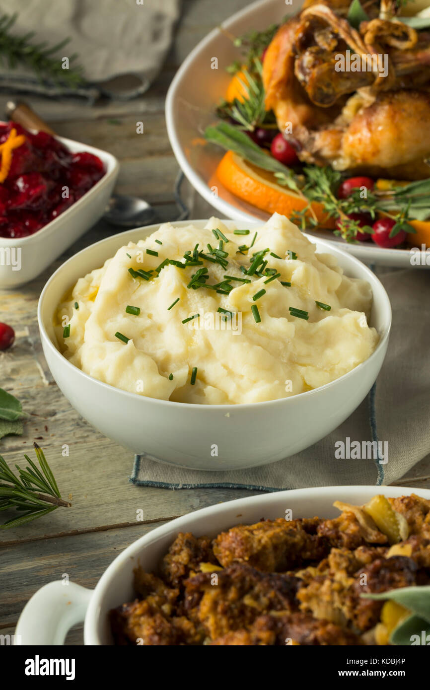 Hausgemachte cremigen Kartoffelpüree Schlagsahne mit Schnittlauch Stockfoto