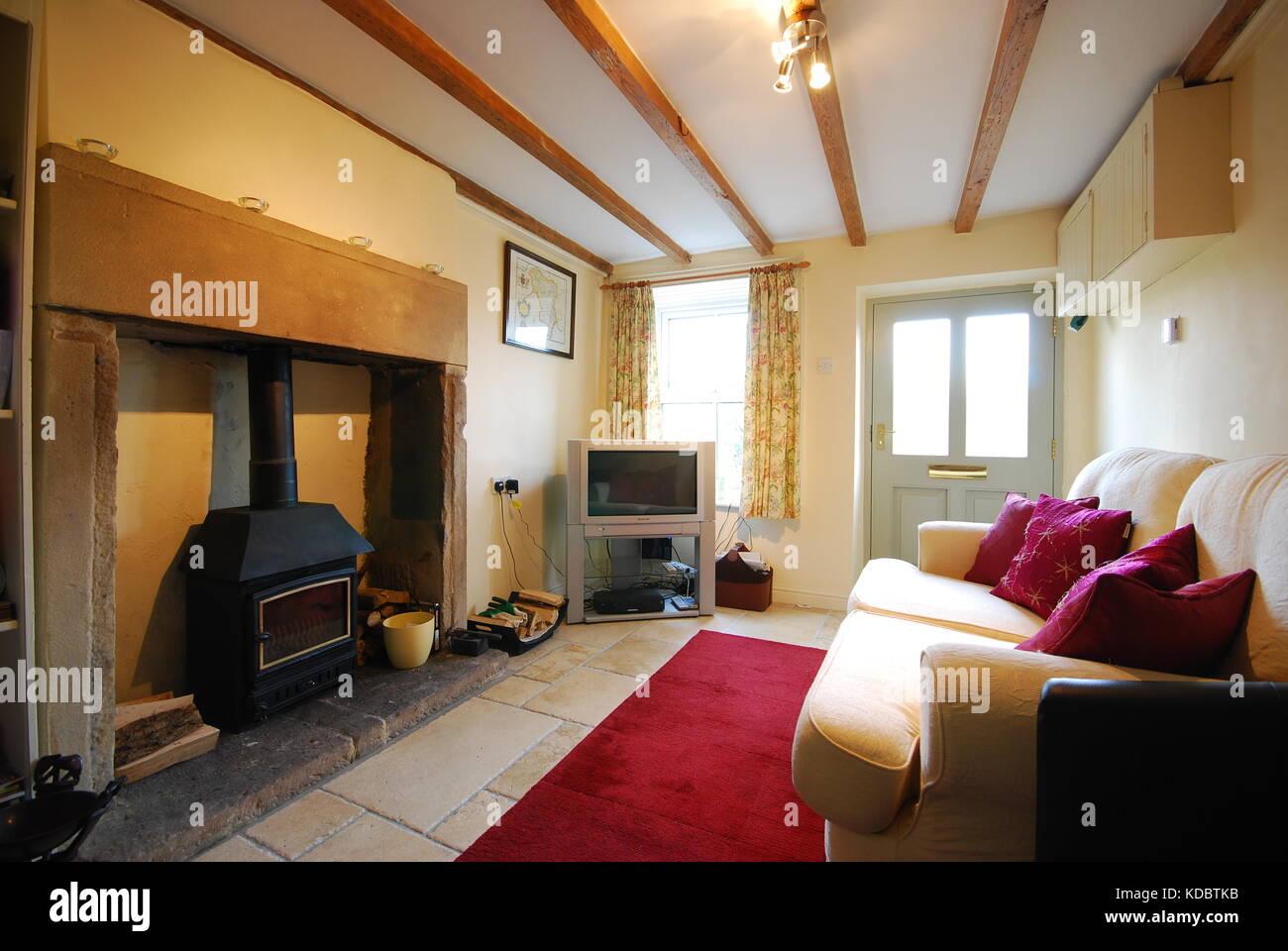 Gemütliche Wohnzimmer in kleinen Derbyshire Cottage Stockfoto, Bild ...