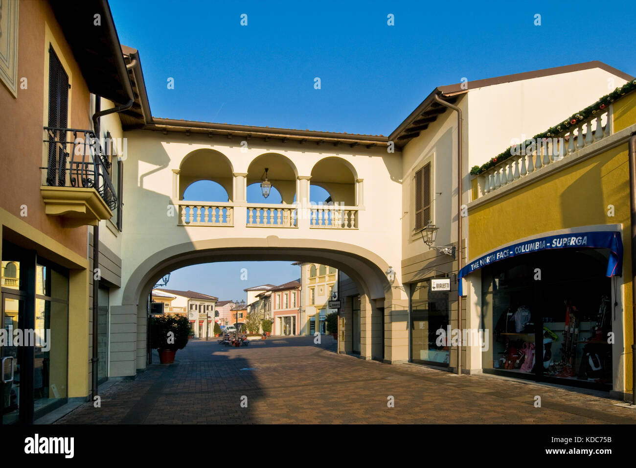 Outlet Centers Stockfotos & Outlet Centers Bilder - Alamy