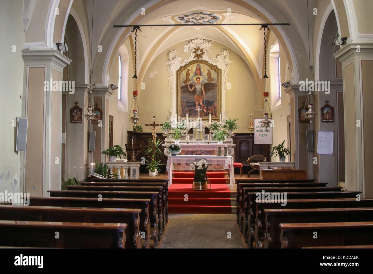 Dorf Kapelle in mezzolago/der Gardasee (Lago di Garda) mit Fischlocker bilderbuchlandschaft ist der groesste siehe Stockbild