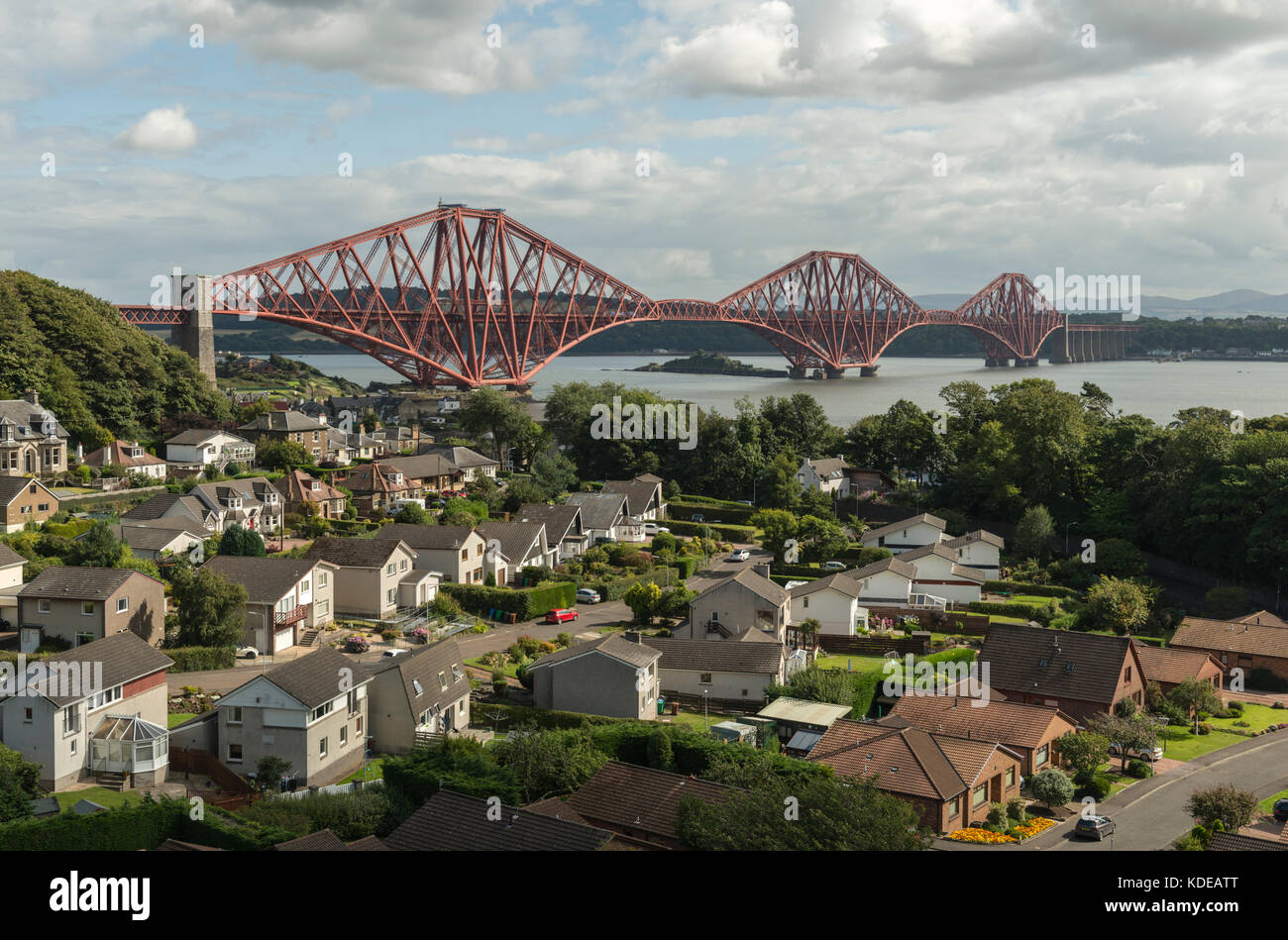 Forth Bridge von North Queensferry, Schottland, Großbritannien Stockbild