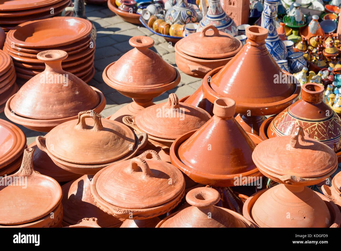 Traditionelle Keramik tagins zum Verkauf in Stadt Markt in Meknes. Marokko Stockfoto