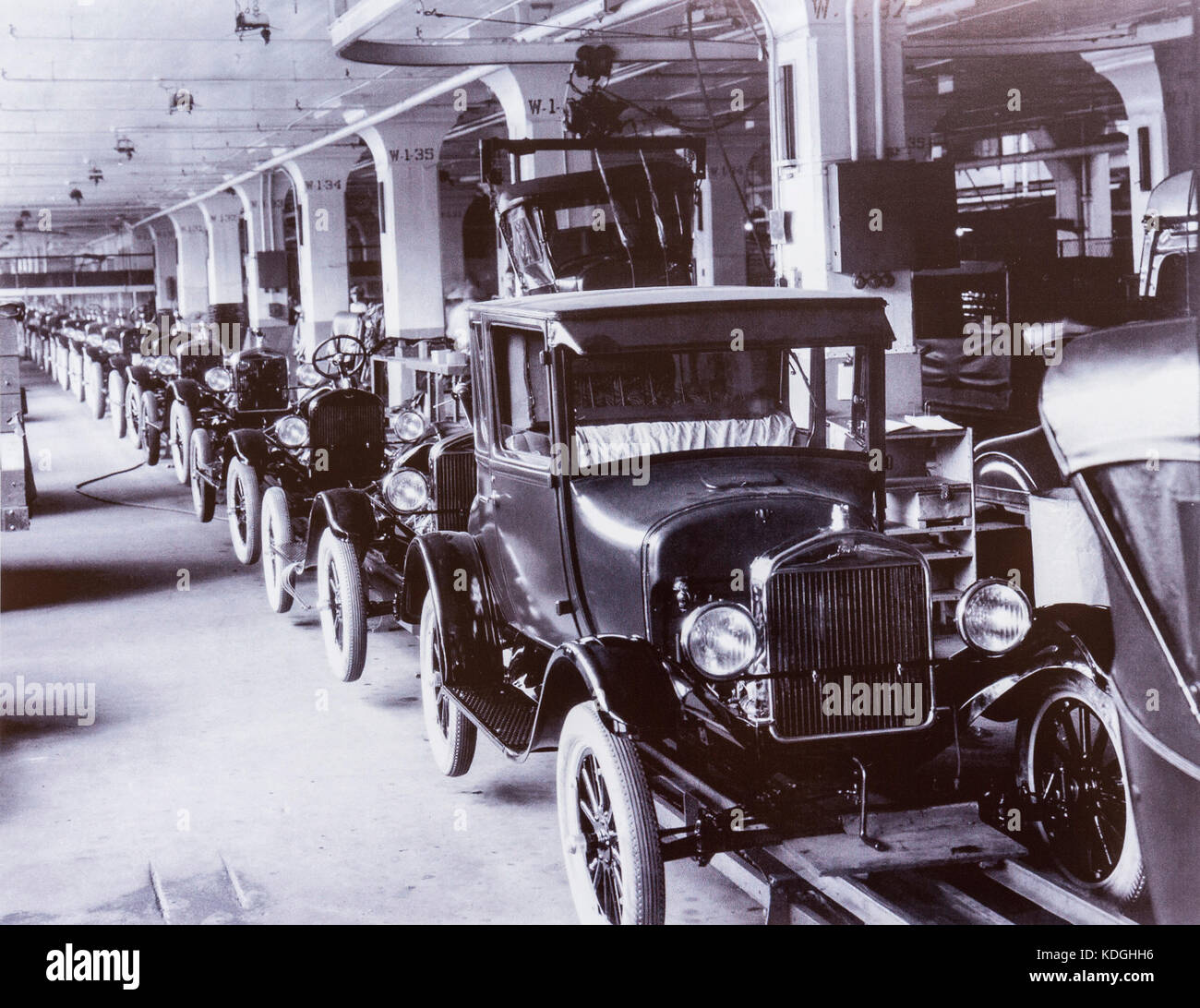 Ford assembly line: United States, 1930 Stockbild