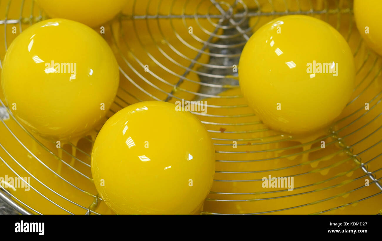 Chocolate Production Stockfotos & Chocolate Production Bilder - Alamy