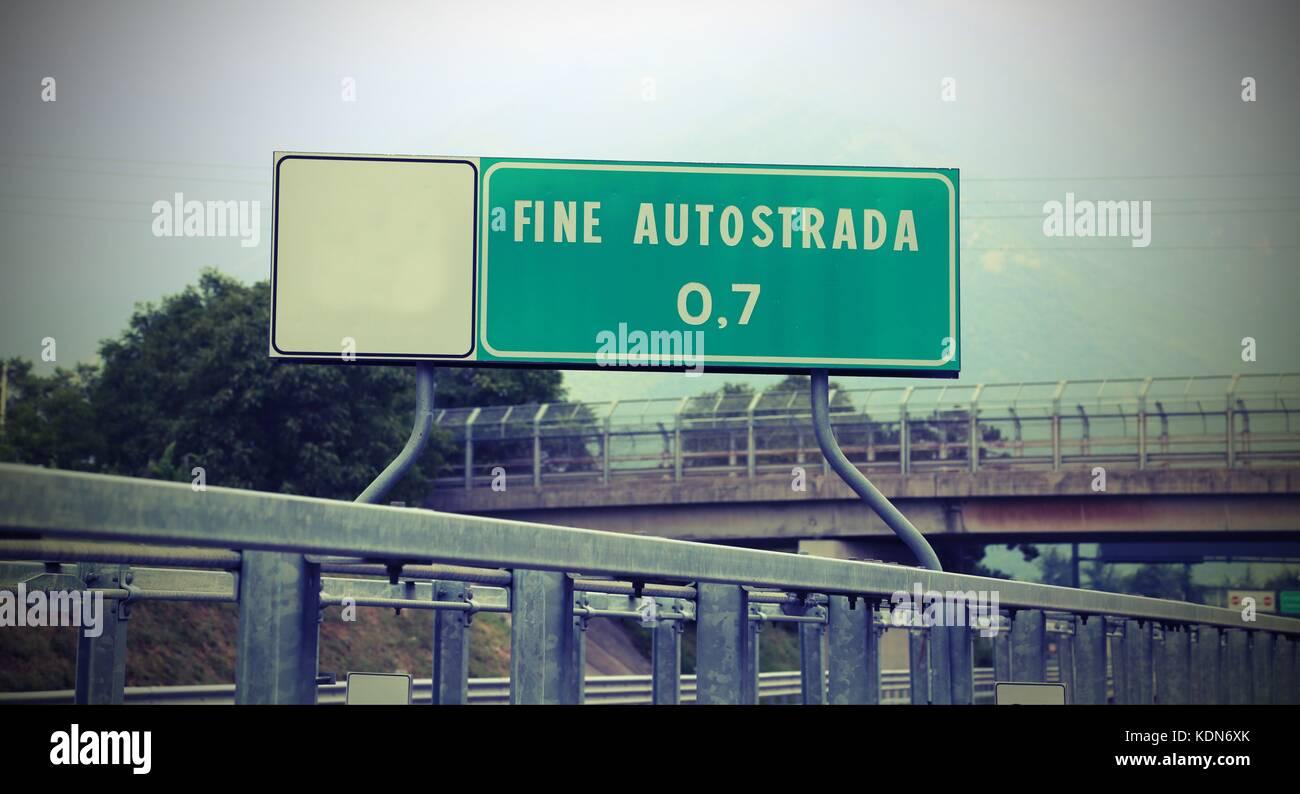 Schild Zeigt Das Ende Der Autobahn In Italien Feine Autostrada Was