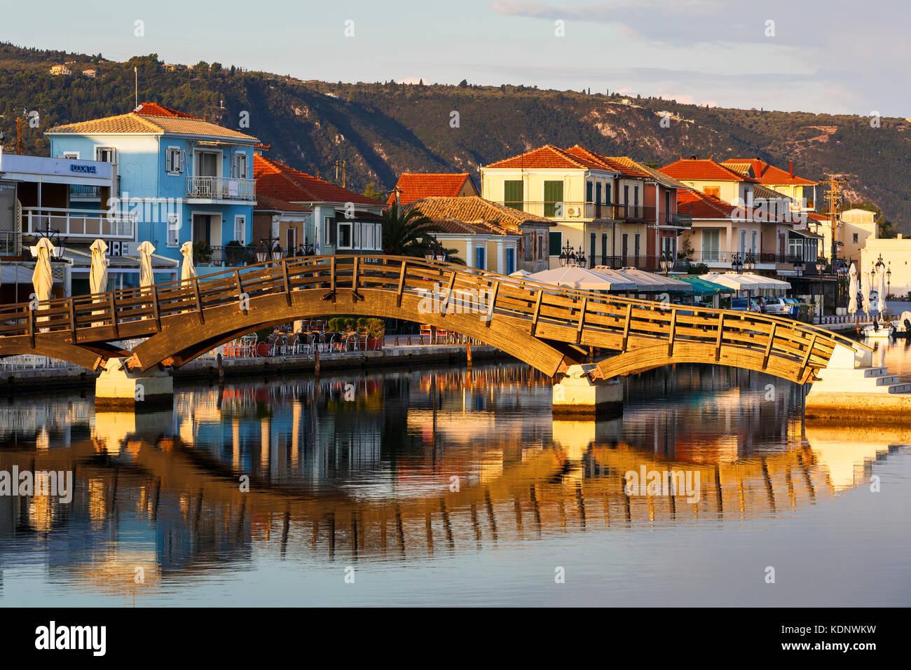 Fuß-Brücke im Hafen der Stadt Lefkada, Griechenland. Stockbild