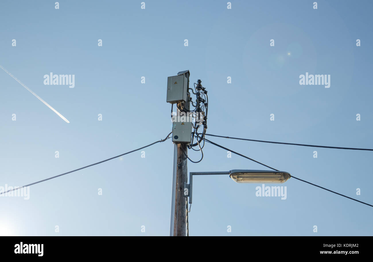 Mess Electric Cables Telephone Wires Stockfotos & Mess Electric ...