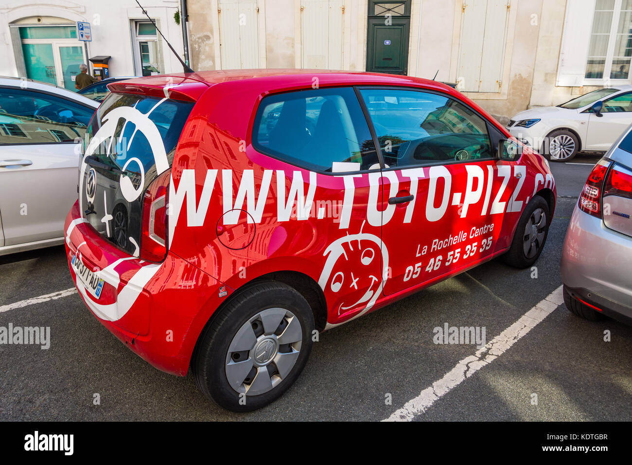 pizza delivery car stockfotos pizza delivery car bilder alamy. Black Bedroom Furniture Sets. Home Design Ideas