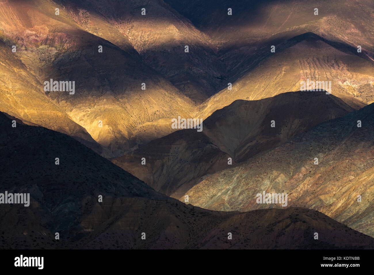 Erstes Licht auf den Hügeln in der Nähe von purmamarca, Quebrada de humahuacha, Provinz Jujuy, Argentinien Stockbild