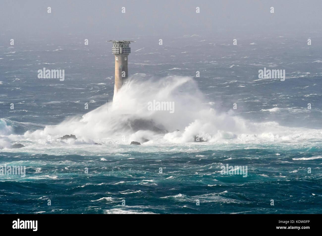 Lands End, Cornwall, UK. 16 Okt, 2017. de Wetter. Gale force Winds aus ex Hurrikan ophelia Peitschen riesige stürmische Stockbild